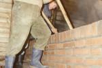 1991 alte eiserne Sudpfanne mit Holzschieber da kein Rührwerk