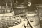 1968 mit Handpumpe von der Kuaffn in die Fässer